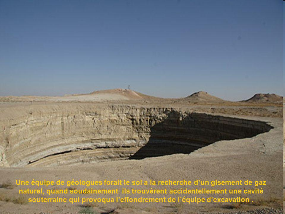 Le puit de Darvaza nest pas une œuvre de la nature, mais le résultat dune malencontreuse prospection minière soviétique qui eu lieu en 1970