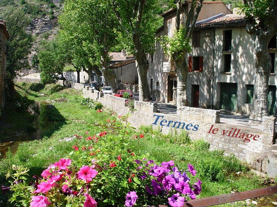 Le village... Laroque-de-Fa..La colline de.. larchange
