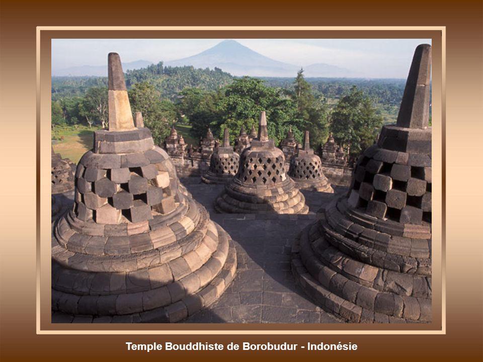 Temple Bouddhiste de Borobudur - Indonésie
