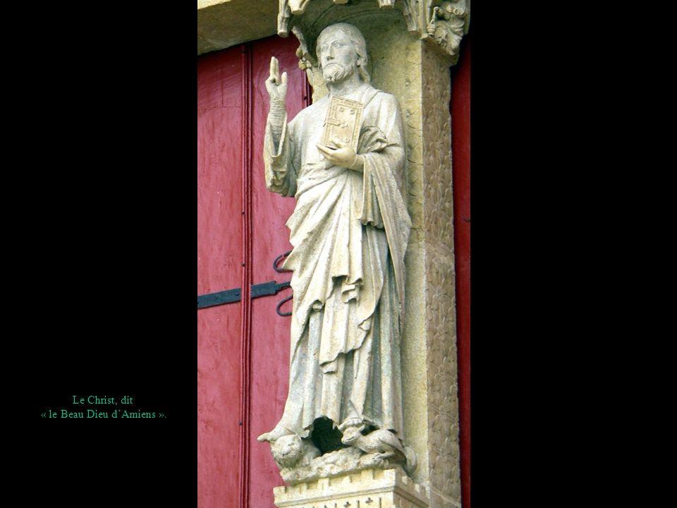 Le Christ, dit « le Beau Dieu dAmiens ».