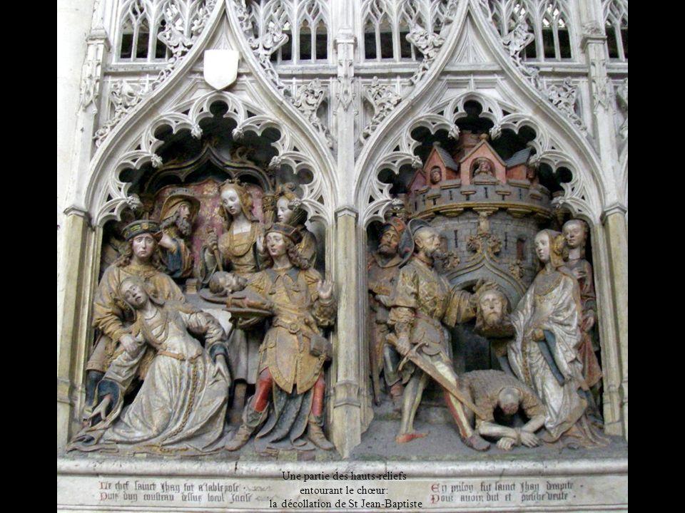 Une partie des hauts-reliefs entourant le chœur: la décollation de St Jean-Baptiste