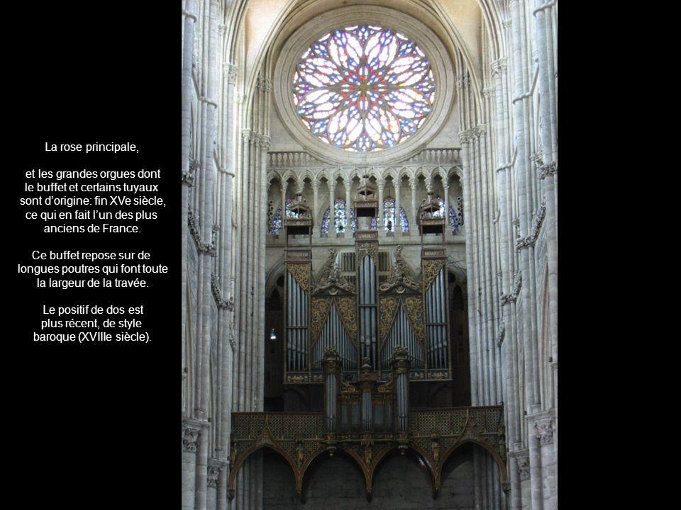 La rose principale, et les grandes orgues dont le buffet et certains tuyaux sont dorigine: fin XVe siècle, ce qui en fait lun des plus anciens de Fran
