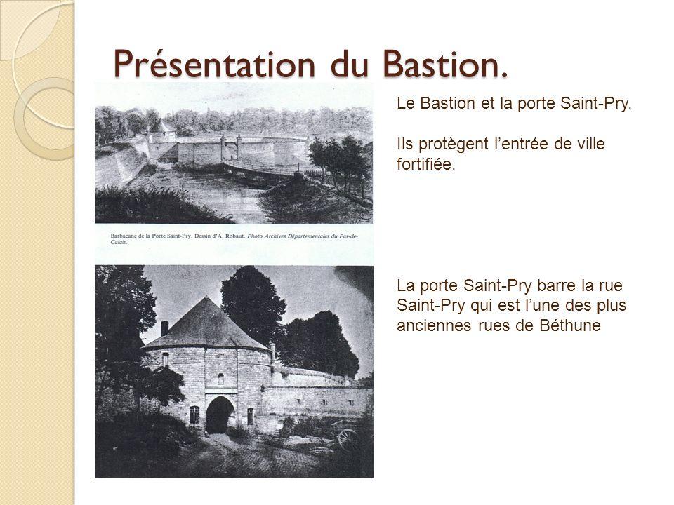 Présentation du Bastion. Le Bastion et la porte Saint-Pry. Ils protègent lentrée de ville fortifiée. La porte Saint-Pry barre la rue Saint-Pry qui est