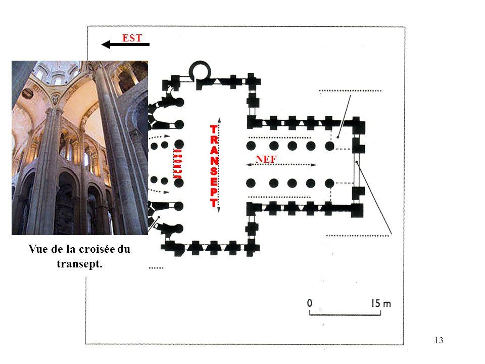 NEF EST Vue de la croisée du transept. 13