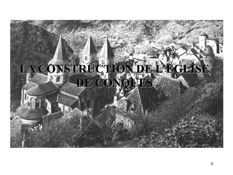 Léglise Sainte-Foy de Conques Vue depuis la montagne.Vues des absides.
