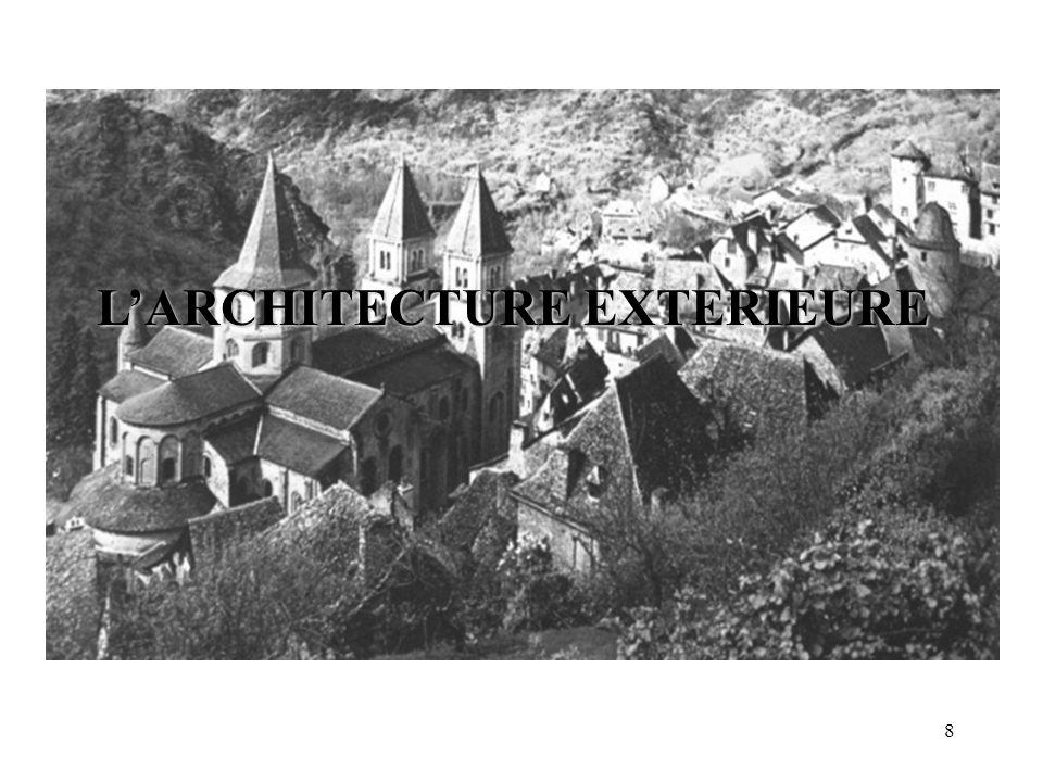 Croquis de léglise Sainte-Foy de Conques - une église romane - Tour-lanterne Bras du transept abside nef Bas-côté Tour Labside est orientée vers lEst; vers lune des villes les plus saintes pour les chrétiens: JERUSALEM.