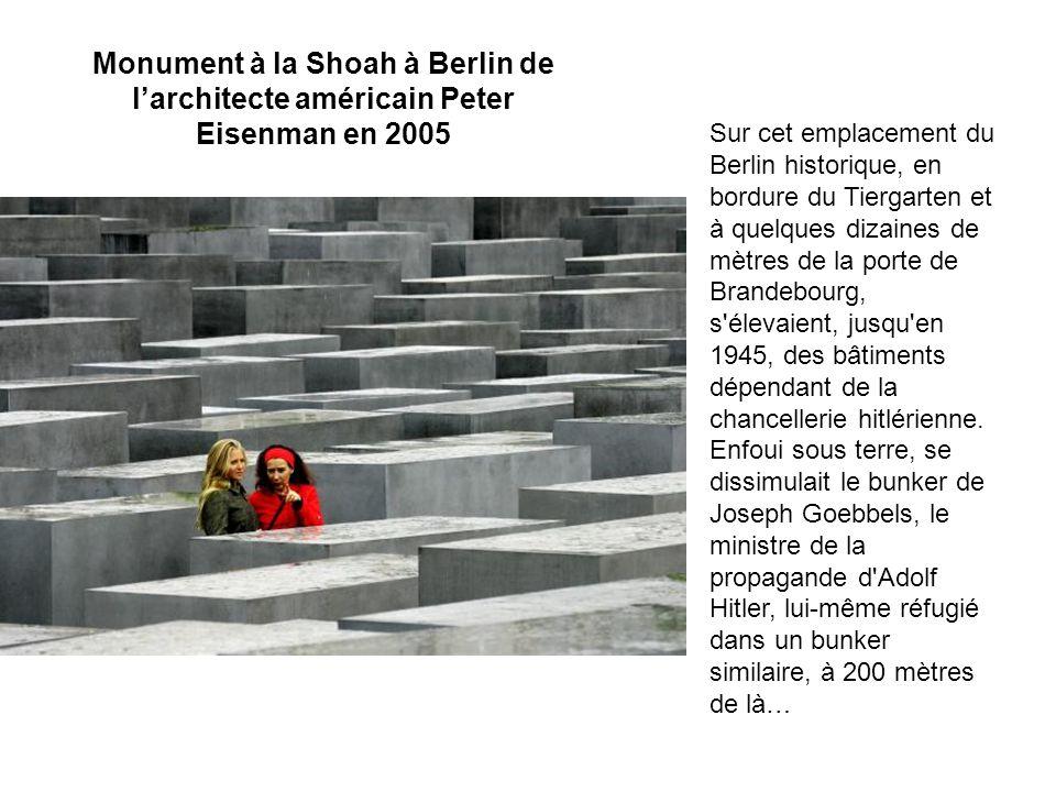 Après la guerre, le terrain demeura nu, ce mémorial souleva des années de tempêtes et de polémiques.