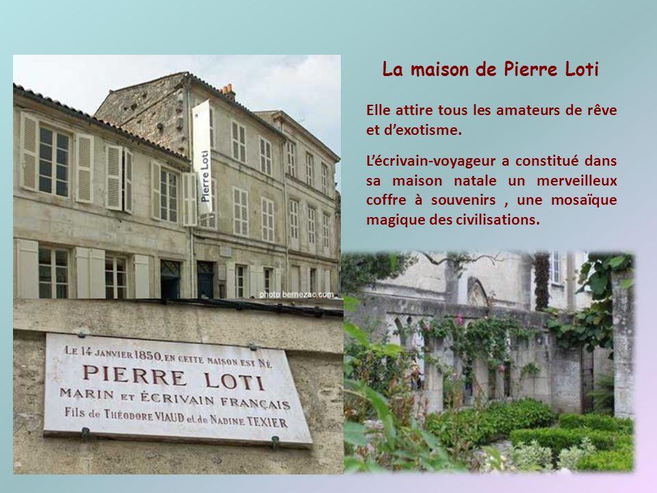 LHermione Dans le site historique de la Corderie Royale, une équipe de passionnés y reconstruit lHermione, la frégate de La Fayette. 6 juillet 2012 :