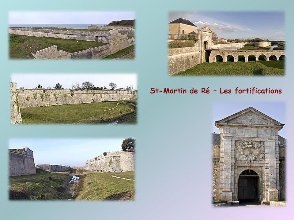 Surnommée Ré la blanche, elle est ancrée au continent par un pont monumental qui la relie à La Rochelle. Ses villages de pêcheurs ont des venelles étr