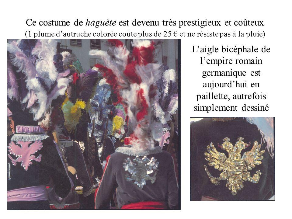 Ce costume de haguète est devenu très prestigieux et coûteux (1 plume dautruche colorée coûte plus de 25 et ne résiste pas à la pluie) Laigle bicéphale de lempire romain germanique est aujourdhui en paillette, autrefois simplement dessiné