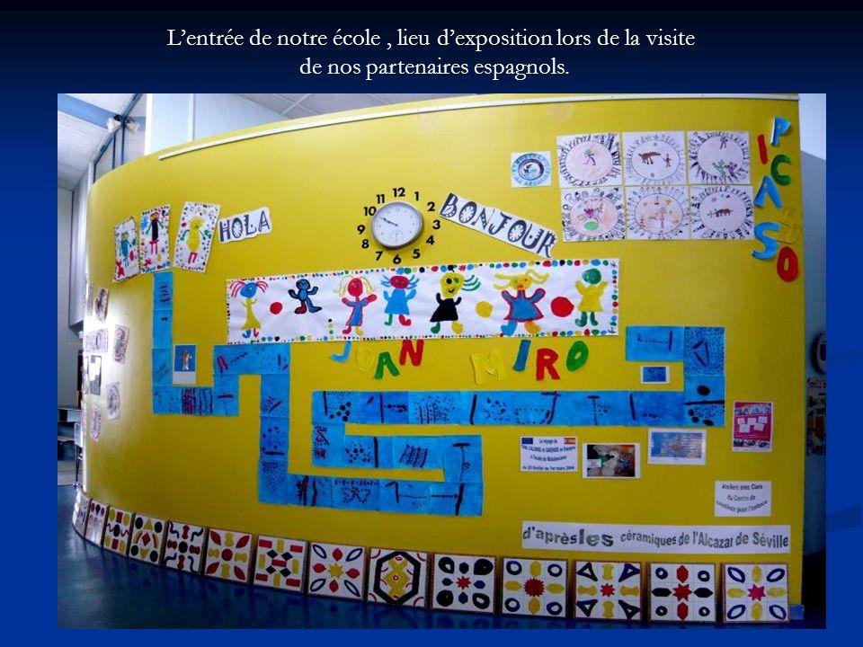 Lentrée de notre école, lieu dexposition lors de la visite de nos partenaires espagnols.