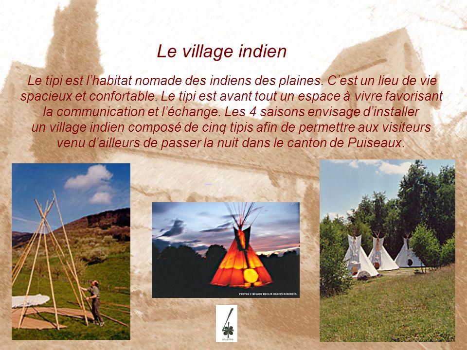 Le village indien Le tipi est lhabitat nomade des indiens des plaines. Cest un lieu de vie spacieux et confortable. Le tipi est avant tout un espace à