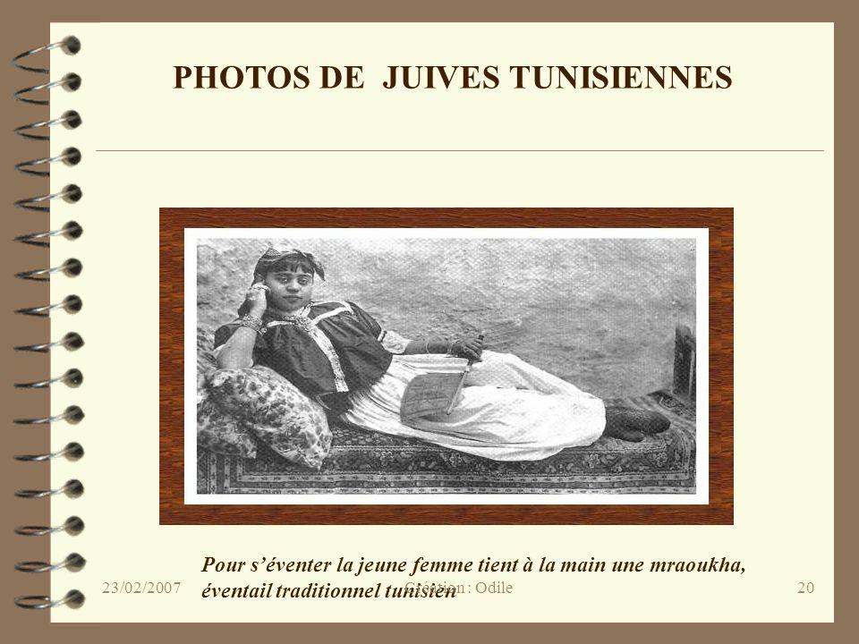 20 PHOTOS DE JUIVES TUNISIENNES Pour séventer la jeune femme tient à la main une mraoukha, éventail traditionnel tunisien Création : Odile23/02/2007