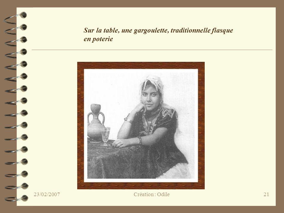 21 Sur la table, une gargoulette, traditionnelle fiasque en poterie Création : Odile23/02/2007