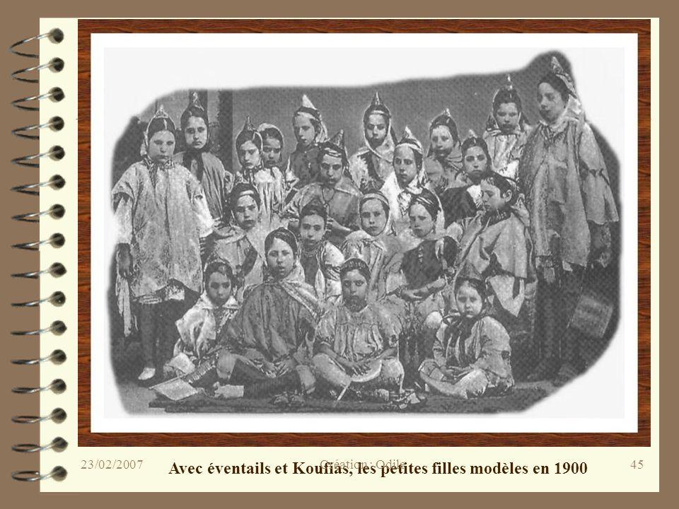 45 Avec éventails et Koufias, les petites filles modèles en 1900 Création : Odile23/02/2007