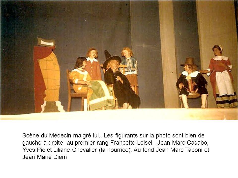 Scène du Médecin malgré lui.. Les figurants sur la photo sont bien de gauche à droite au premier rang Francette Loisel, Jean Marc Casabo, Yves Pic et