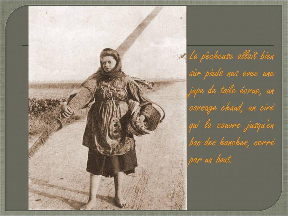 La Pêcheuse de crevettes: « Ed' nous pays » légère et court vêtue. La manne d'osier sur le dos, complète l'attirail habituel de la pêcheuse de crevett