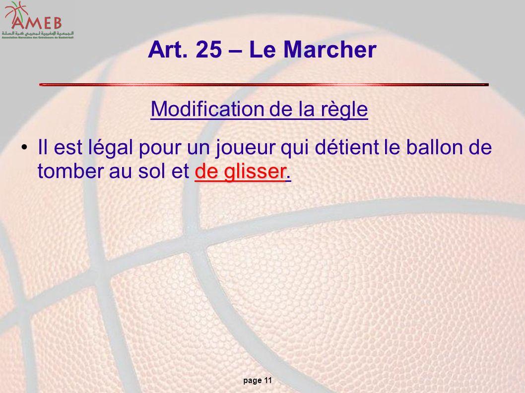 page 11 Art. 25 – Le Marcher Modification de la règle de glisserIl est légal pour un joueur qui détient le ballon de tomber au sol et de glisser.
