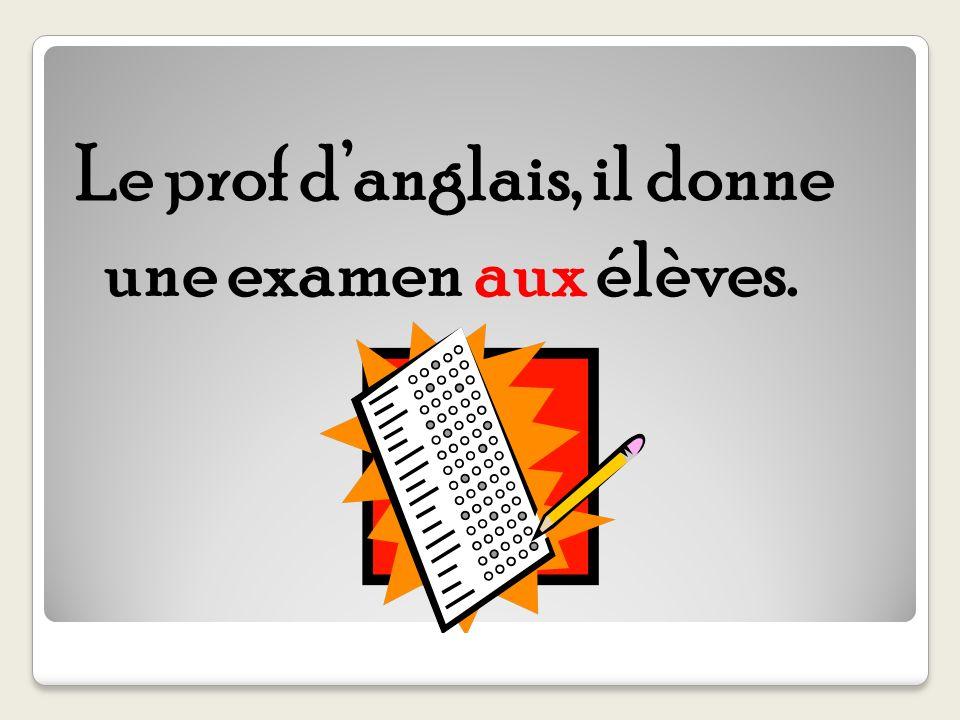 Le prof danglais, il donne une examen aux élèves.