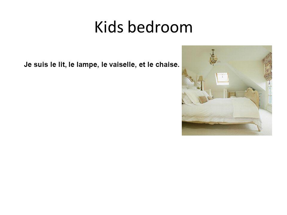 Kids bedroom Je suis le lit, le lampe, le vaiselle, et le chaise.