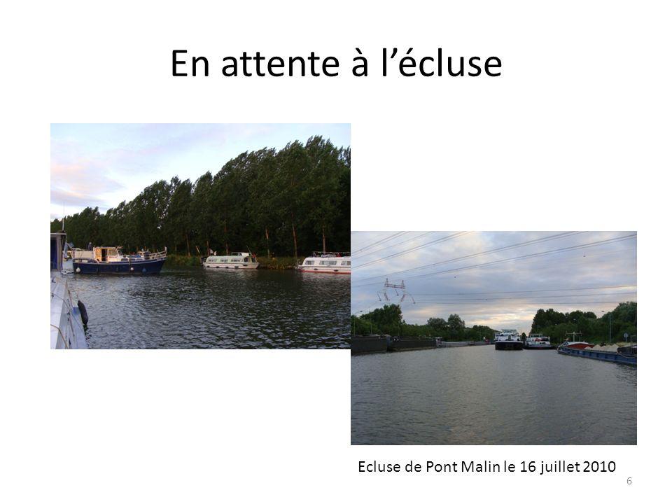 En attente à lécluse Ecluse de Pont Malin le 16 juillet 2010 6
