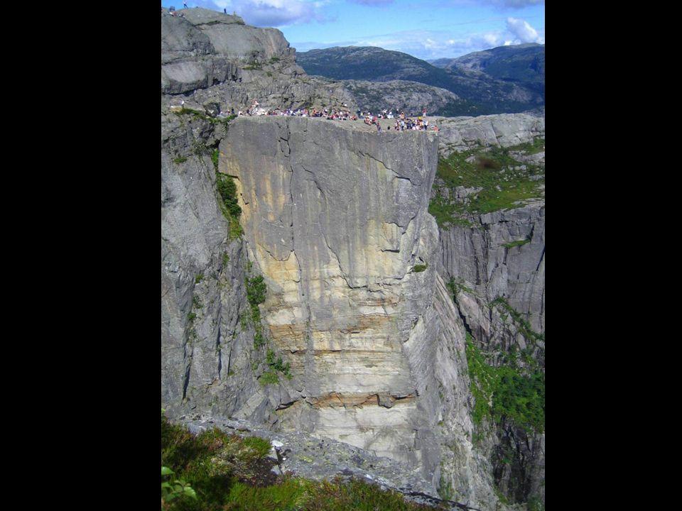 En tous cas, à eux, les hauteurs ne leur coupe pas lappétit ! La fameuse craque sépare la montagne du rocher de lesplanade depuis des années, mais pou