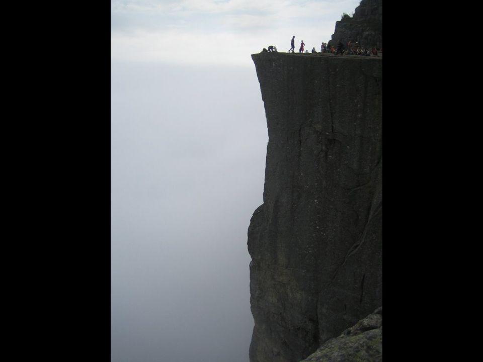 Une fois en haut, vous verrez la plus grande craque du Fjord de Norvège. (non, à droite !)