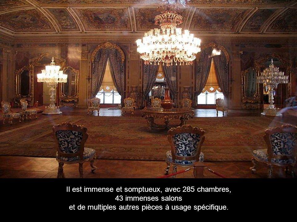 Dolmabahçe est le plus grand des palais impériaux ottomans.