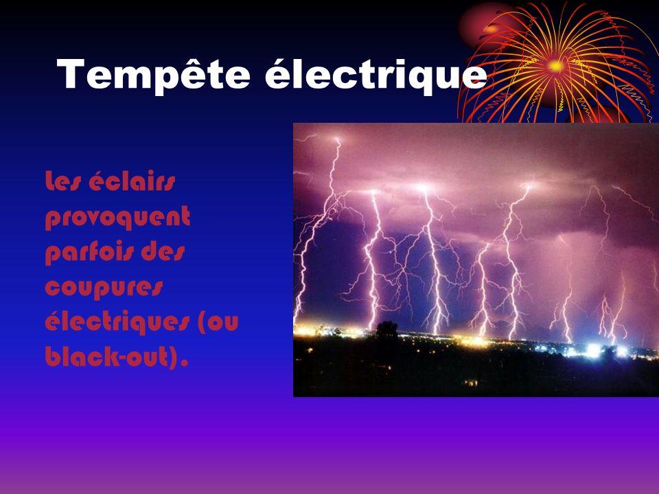 Tempête électrique Les éclairs provoquent parfois des coupures électriques (ou black-out).