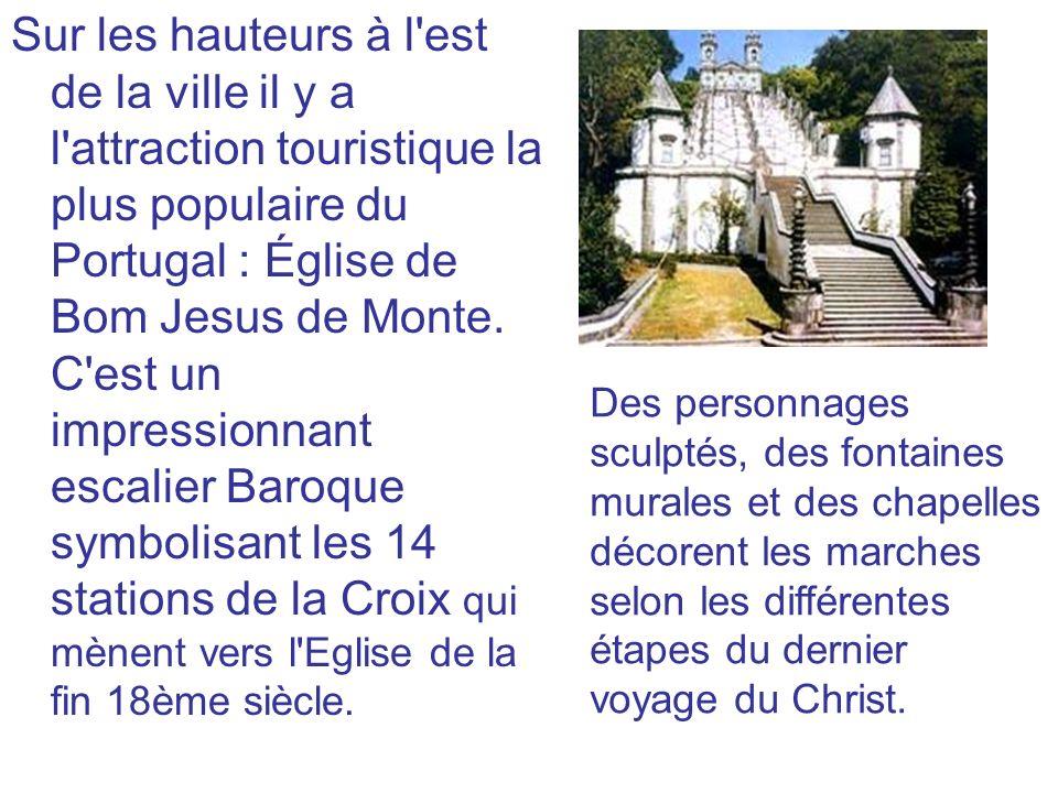 Sur les hauteurs à l'est de la ville il y a l'attraction touristique la plus populaire du Portugal : Église de Bom Jesus de Monte. C'est un impression
