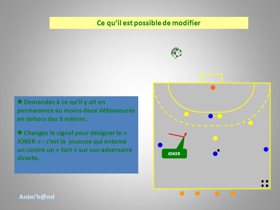 Demandez à ce quil y ait en permanence au moins deux défenseures en dehors des 9 mètres. Changez le signal pour désigner le « JOKER » : cest la joueus
