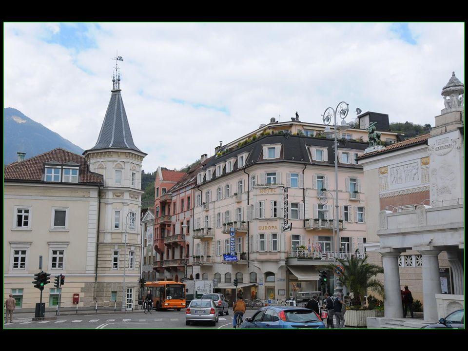 Elle est située dans la province autonome de Bolzano dans la région du Trentin-Haut-Adige