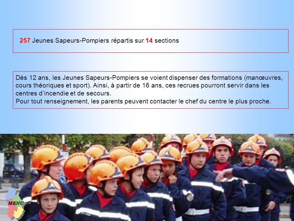 Dès 12 ans, les Jeunes Sapeurs-Pompiers se voient dispenser des formations (manœuvres, cours théoriques et sport). Ainsi, à partir de 16 ans, ces recr