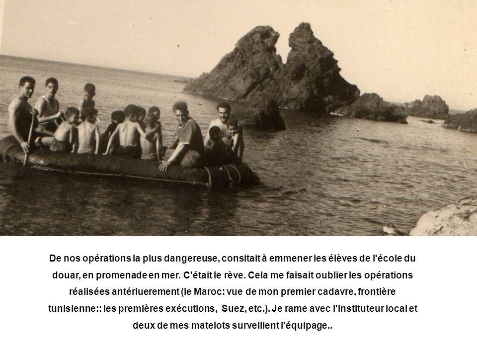 De nos opérations la plus dangereuse, consitait à emmener les élèves de l école du douar, en promenade en mer.