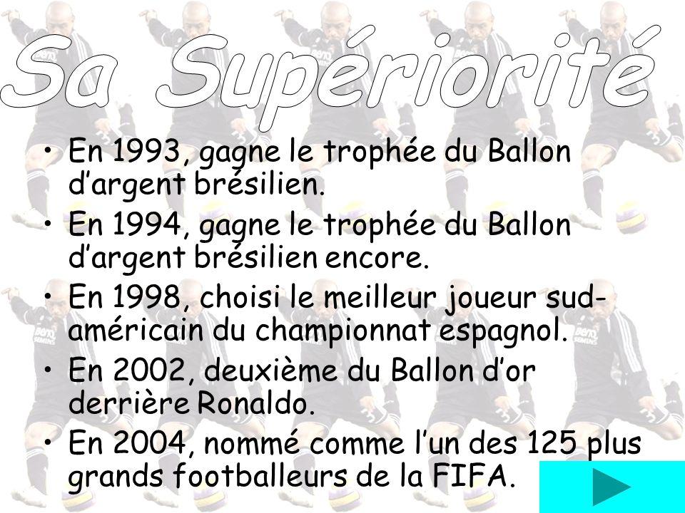 En 1993, gagne le trophée du Ballon dargent brésilien. En 1994, gagne le trophée du Ballon dargent brésilien encore. En 1998, choisi le meilleur joueu