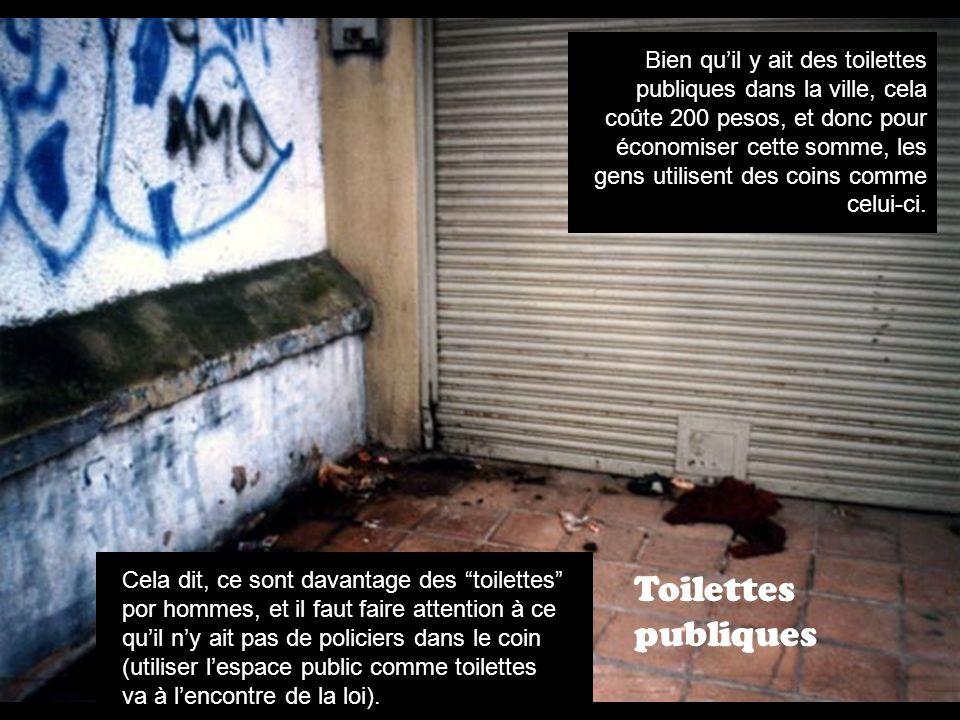 Toilettes publiques Bien quil y ait des toilettes publiques dans la ville, cela coûte 200 pesos, et donc pour économiser cette somme, les gens utilisent des coins comme celui-ci.