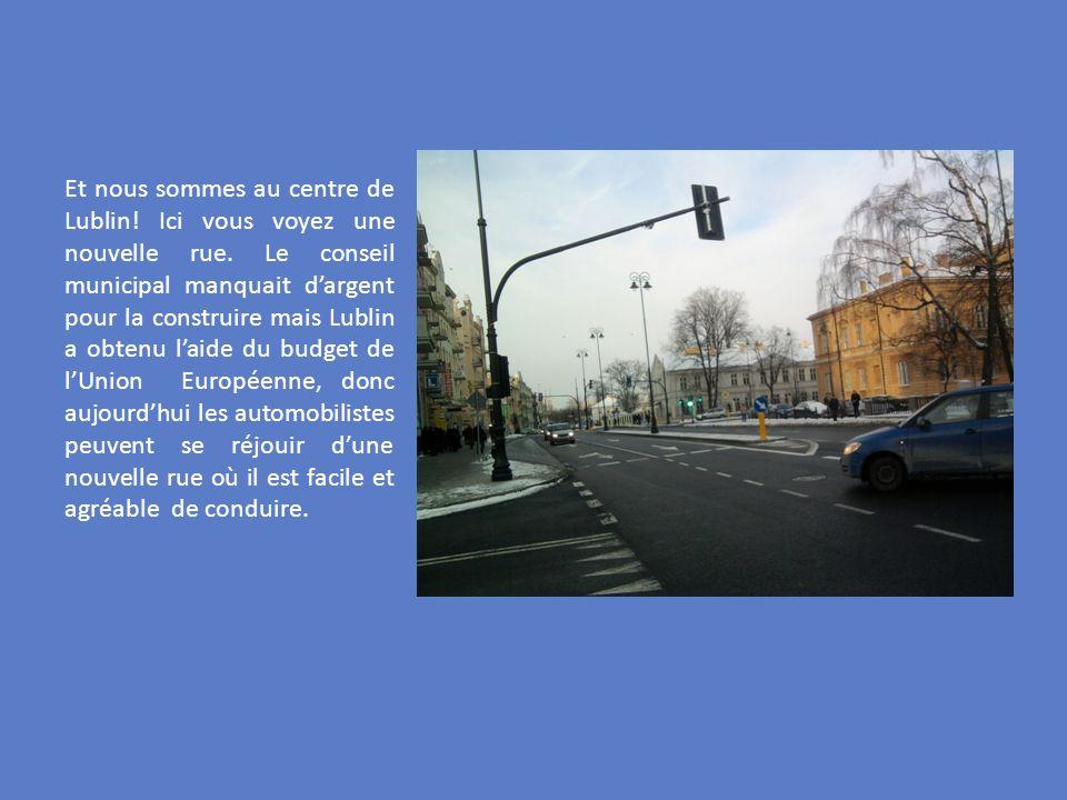 Et nous sommes au centre de Lublin! Ici vous voyez une nouvelle rue. Le conseil municipal manquait dargent pour la construire mais Lublin a obtenu lai