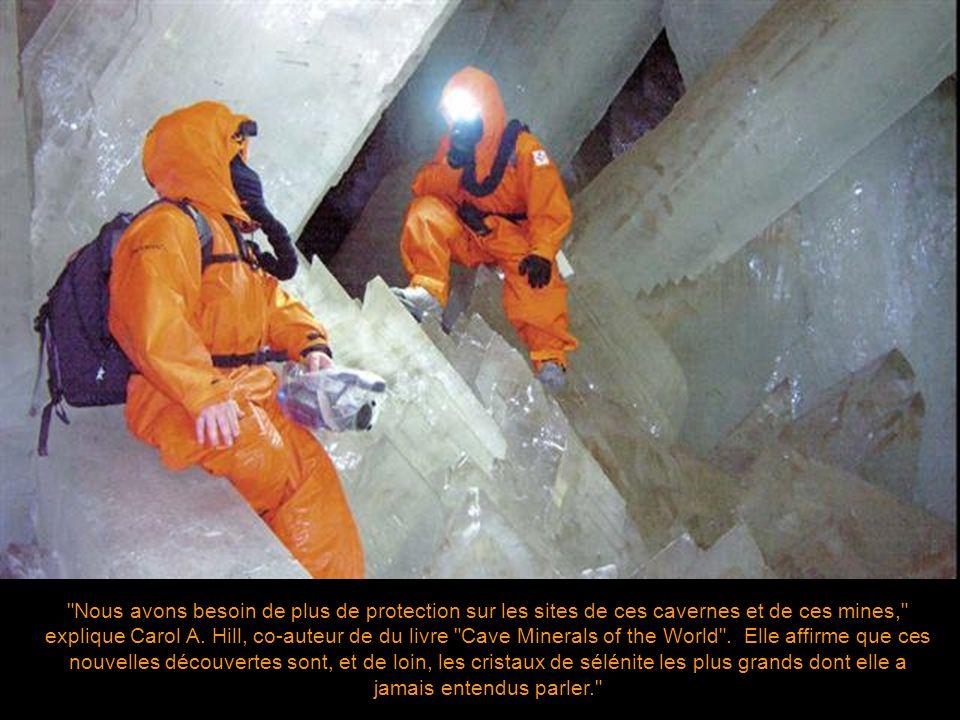 Alors que la compagnie de mine limite actuellement la visite de ces cavernes aux experts scientifiques, les chasseurs de minéraux quant à eux ont détr