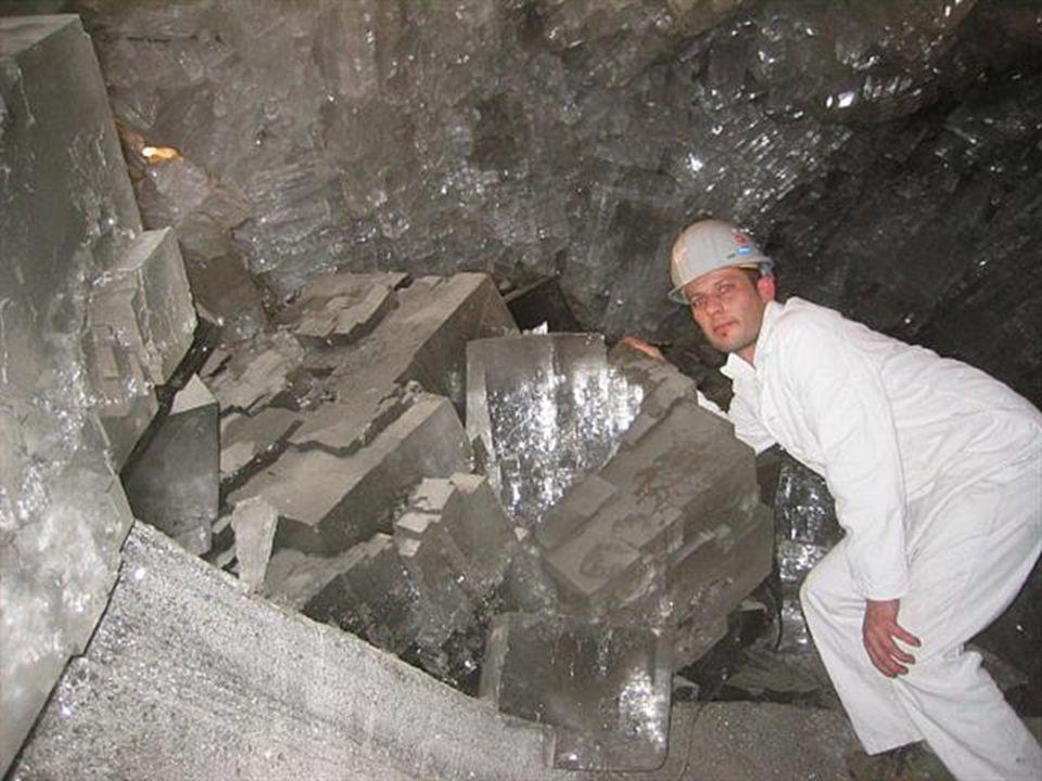 La seule raison qui permet aux humains d'accéder à ces cavernes est le continuel pompage qui garde les cavernes exemptes d'eau. Quand les minerais de