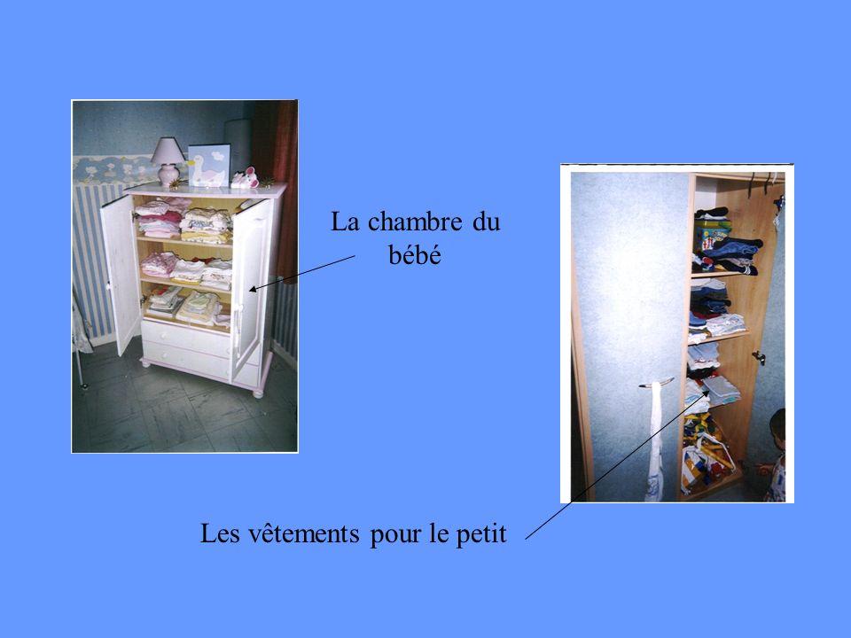 La chambre du bébé Les vêtements pour le petit