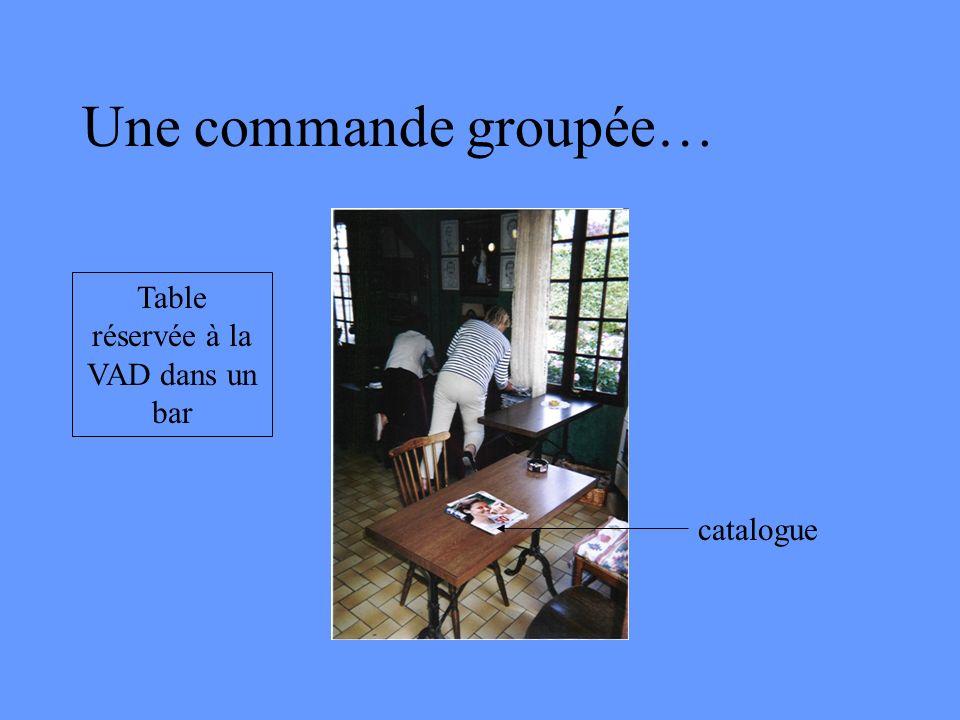 Une commande groupée… Table réservée à la VAD dans un bar catalogue