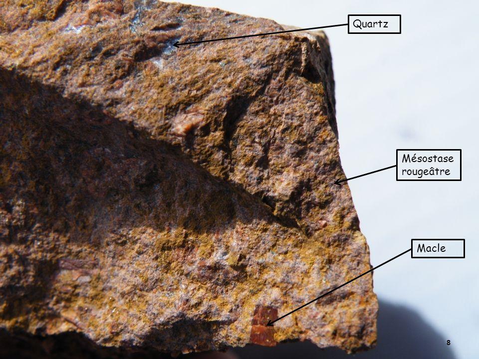 8 Macle Mésostase rougeâtre