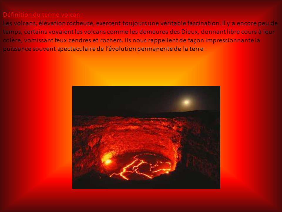 Définition du terme volcan : Les volcans, élévation rocheuse, exercent toujours une véritable fascination.
