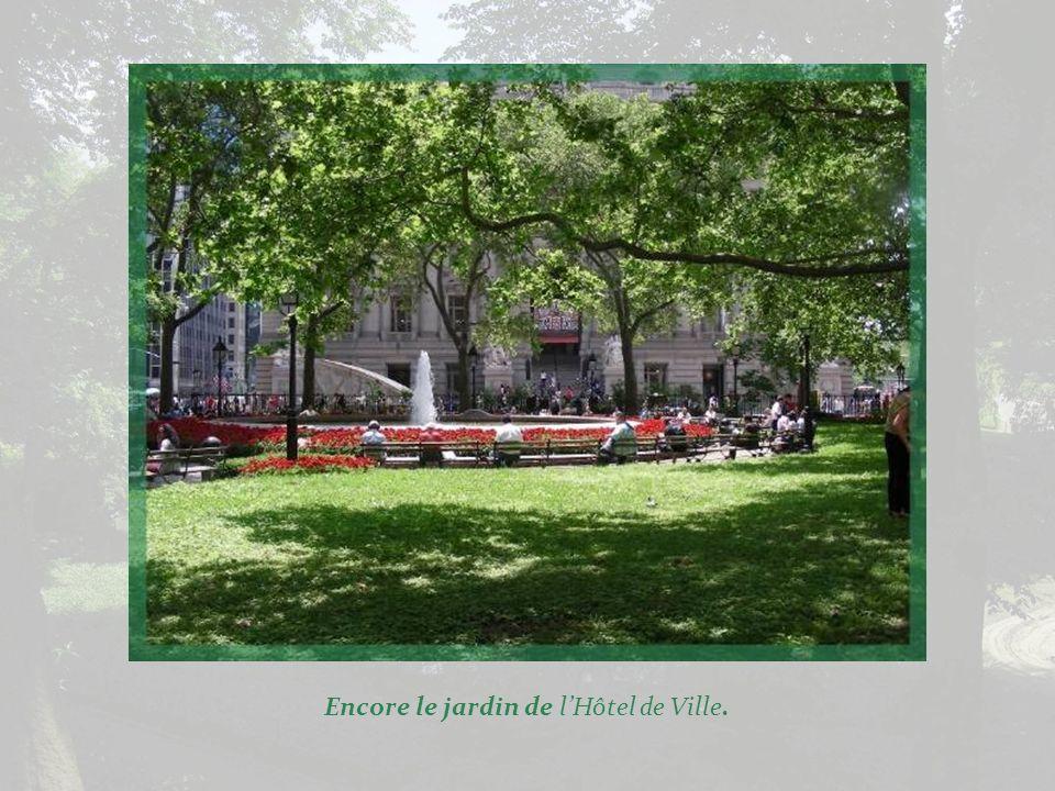 Le jardin devant lHôtel de Ville