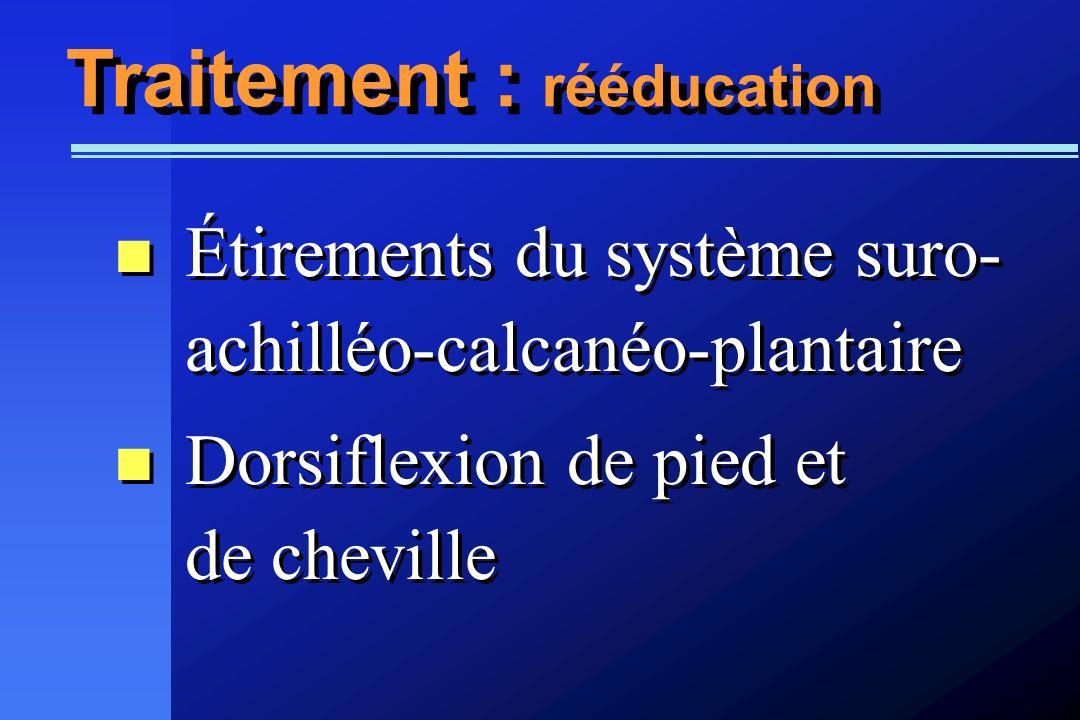 Traitement : rééducation Étirements du système suro- achilléo-calcanéo-plantaire Dorsiflexion de pied et de cheville Étirements du système suro- achil