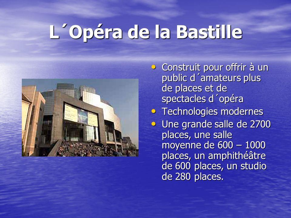 L´Opéra de la Bastille Construit pour offrir à un public d´amateurs plus de places et de spectacles d´opéra Construit pour offrir à un public d´amateurs plus de places et de spectacles d´opéra Technologies modernes Technologies modernes Une grande salle de 2700 places, une salle moyenne de 600 – 1000 places, un amphithéâtre de 600 places, un studio de 280 places.