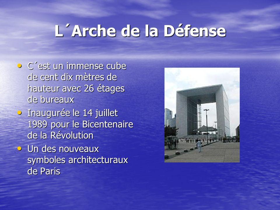 L´Arche de la Défense C´est un immense cube de cent dix mètres de hauteur avec 26 étages de bureaux C´est un immense cube de cent dix mètres de hauteur avec 26 étages de bureaux Inaugurée le 14 juillet 1989 pour le Bicentenaire de la Révolution Inaugurée le 14 juillet 1989 pour le Bicentenaire de la Révolution Un des nouveaux symboles architecturaux de Paris Un des nouveaux symboles architecturaux de Paris