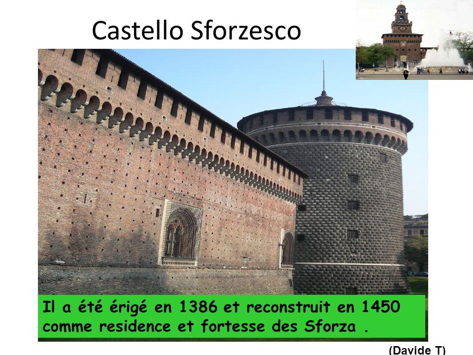 Castello Sforzesco Il a été érigé en 1386 et reconstruit en 1450 comme residence et fortesse des Sforza.