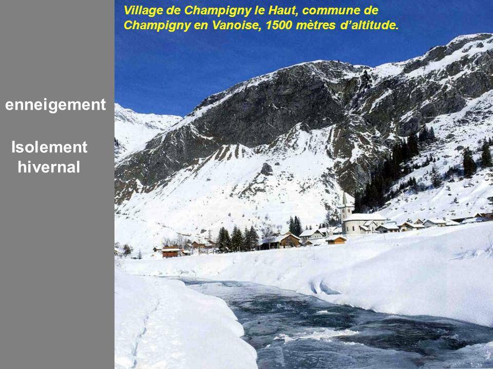 Village de Champigny le Haut, commune de Champigny en Vanoise, 1500 mètres daltitude.