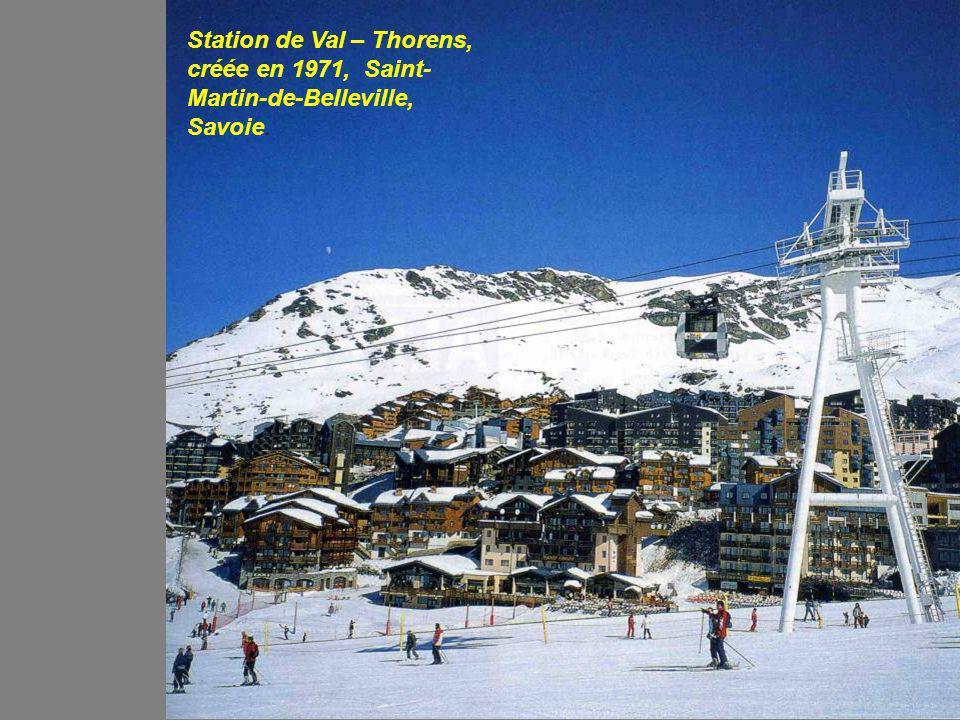 Station de Val – Thorens, créée en 1971, Saint- Martin-de-Belleville, Savoie.